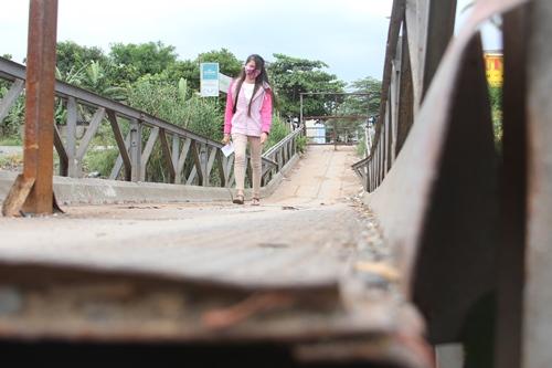 Sập cầu tại rạch cầu sa